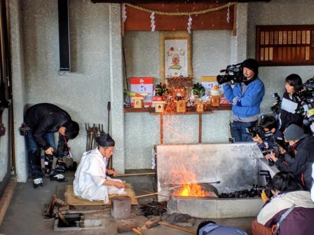 the toushou blacksmith heating up the steel